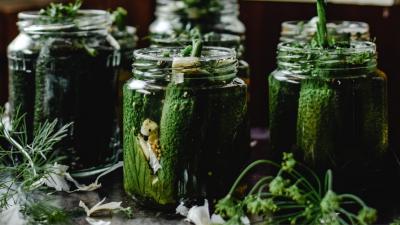 Kiszenie warzyw w słoikach - jak się za to zabrać?